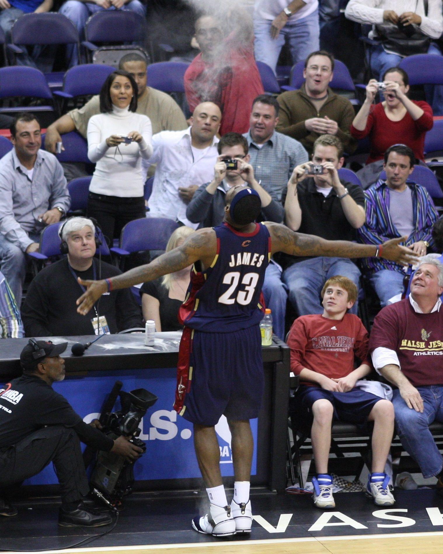 מה אם לברון ג'יימס לא היה מצליח? דמיינו את ה-NBA ללא המלך ג'יימס – בן גוליבר / Smiley