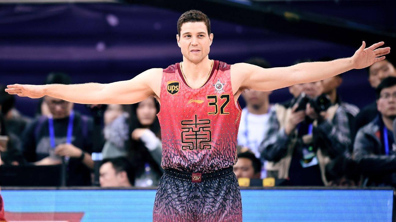 איך אומרים 'צ'יזקייק פאקטורי' במנדרינית? מאחורי הקלעים על החיים באיגוד הכדורסל הסיני – אלכס פריוויט / תרגום Smiley