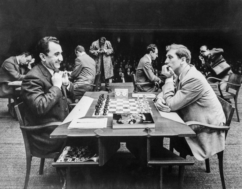 אפולו 11 – אלוף העולם בשחמט בובי פישר – חלק ב' – האורות מהבהבים/שחר אלוני
