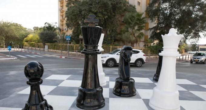 אלופי ישראל בשחמט – בעקבות האליפות בחיפה,  יהודה גרינפלד, סמירין ואורה נודל/שחר אלוני