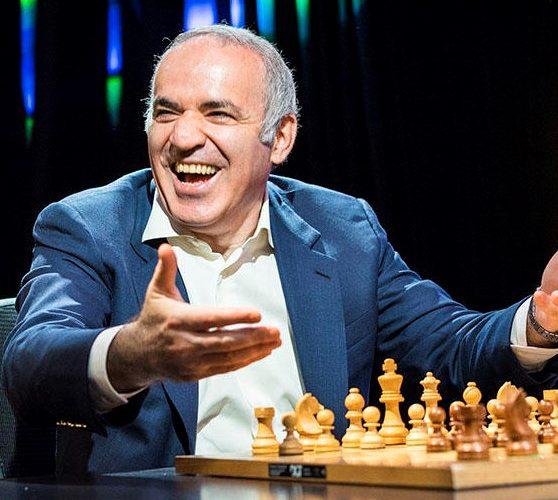 הלוגו – אלוף העולם בשחמט גארי קספרוב/שחר אלוני